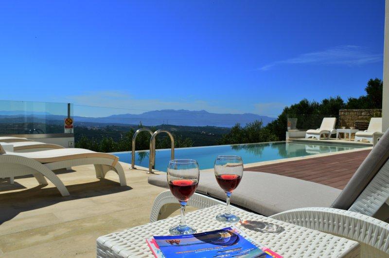 BBQ+Outdoor Kitchen★Lux Stone Villa★ Sea View, Ferienwohnung in Platanias