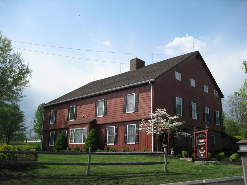 Canna Country Inn - 1850's Restored Barn near Hershey / Harrisburg sleeps 26, vacation rental in Highspire