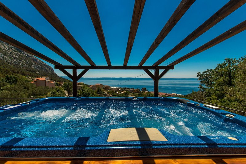 Holliday home MADARI with sea view, holiday rental in Kutina