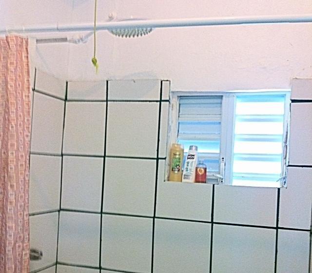 doccia con una bella doccia testa per una doccia esperienza divina
