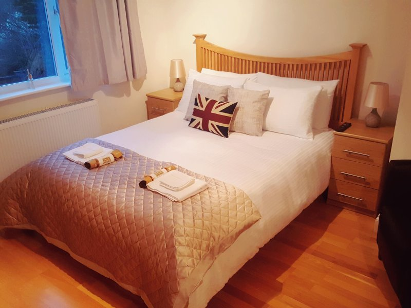 KATHLEEN HOUSE DELUXE ROOM, holiday rental in Cheshunt