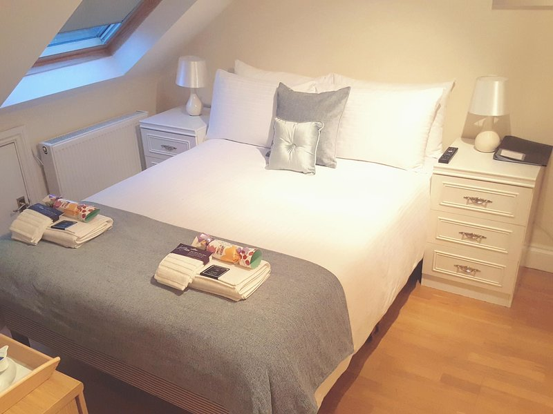 KATHLEEN HOUSE DOUBLE ROOM 5, holiday rental in Cheshunt