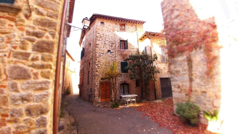 The tower is located in Pieve a Presciano small medieval village !!!!
