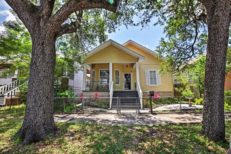Discover the Moody Gardens & other local attractions from this 3-bedroom house!
