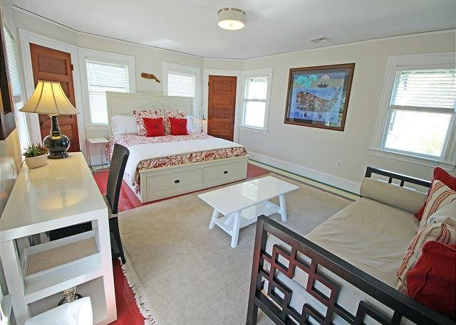 King bedroom with Trundle bed