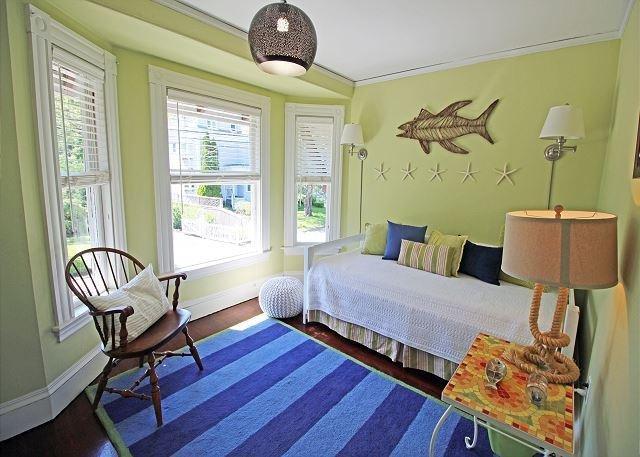 Twin/trundle bedroom