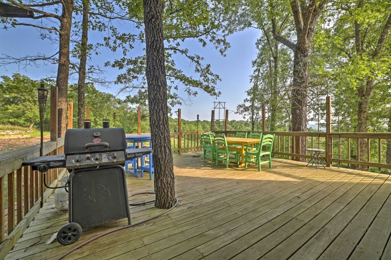 This 6-bedroom, 4.5-bathroom house in Branson is perfect for 16 guests who want to get away from everything in the great outdoors.