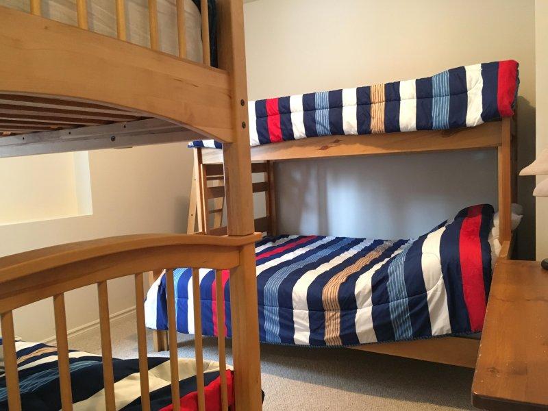 Amplia habitación con literas con 2 dobles / literas individuales