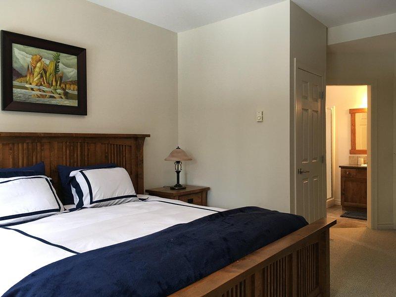 Dormitorio principal con cama King y adjunto Cuarto de baño