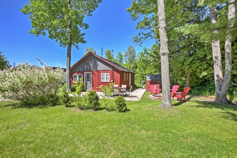 A rejuvenating lake retreat awaits you at this splendid vacation rental cabin!
