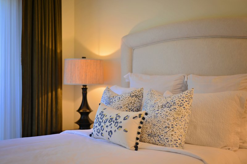 Bedroom,Indoors,Room,Cushion,Home Decor
