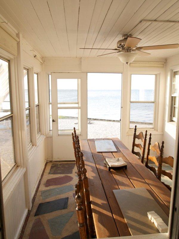 Sun room & dinning table