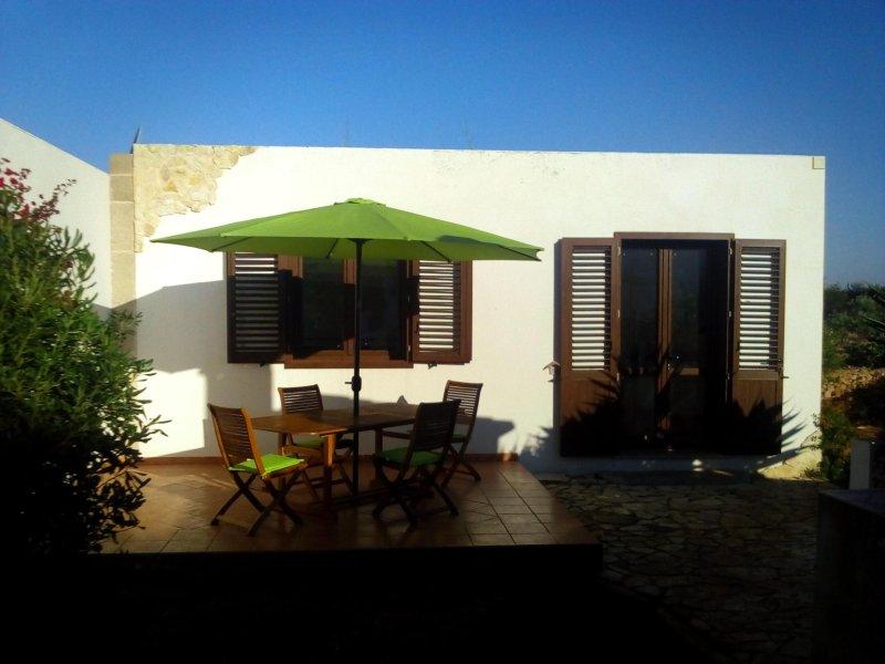 case vacanze casa sirio trilocale, holiday rental in Levanzo
