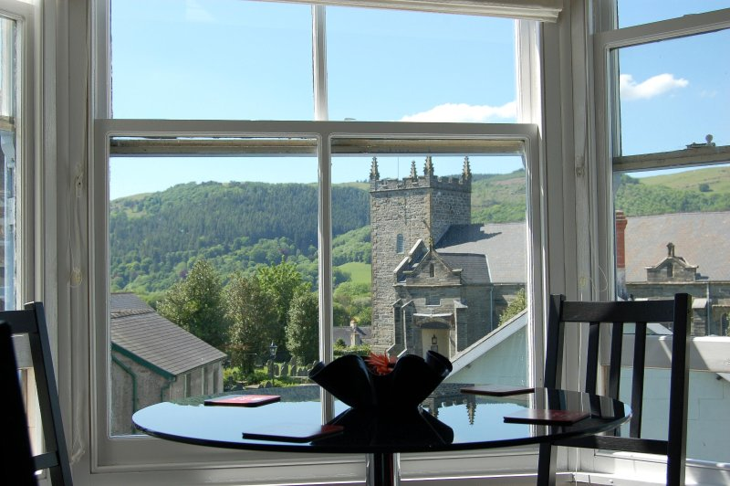 MACHYNLLETH BOLT HOLE STUDIO FIVE, vacation rental in Machynlleth