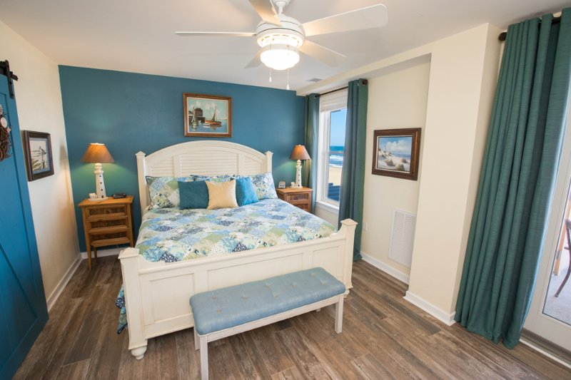 Bed,Bedroom,Furniture,Entertainment Center,Indoors