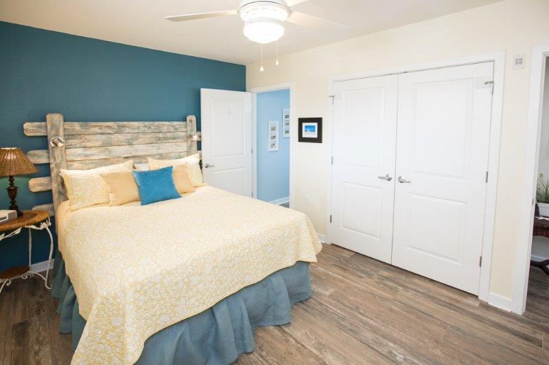 Toilet,Lamp,Bathroom,Indoors,Table Lamp