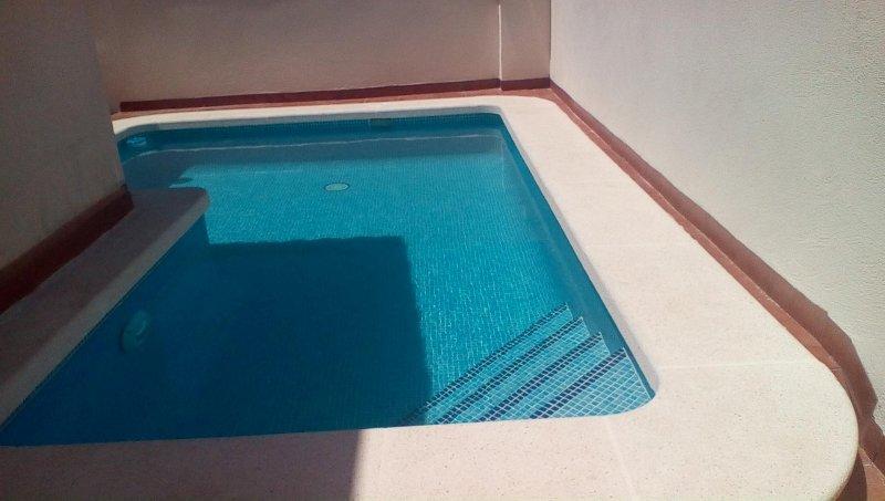 Détendez-vous dans l'intimité de votre propre piscine