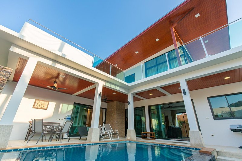 THE ROOFTOP VILLA- Cozy and Luxurious 2BR Pool Villa, holiday rental in Ban Trisuk
