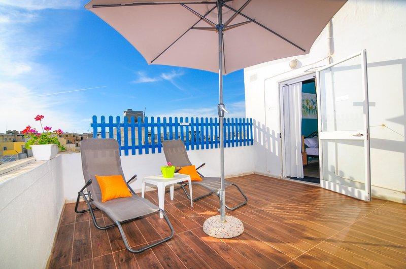 Recientemente reformado terraza al aire libre que conduce desde el dormitorio principal