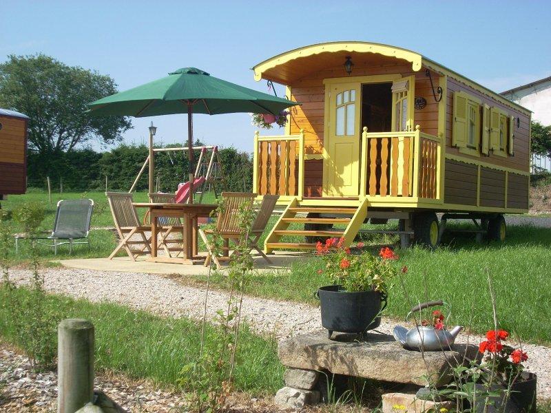 roulotte en bois confortable et chaleureuse, holiday rental in Saint-Julien-d'Ance
