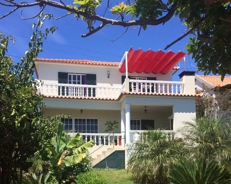 Beautiful two bedroomed villa with panoramic ocean views offering two large south facing balconies