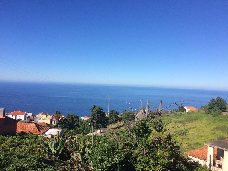 Increíble vista al mar desde la parte superior balcón con sol todo el día