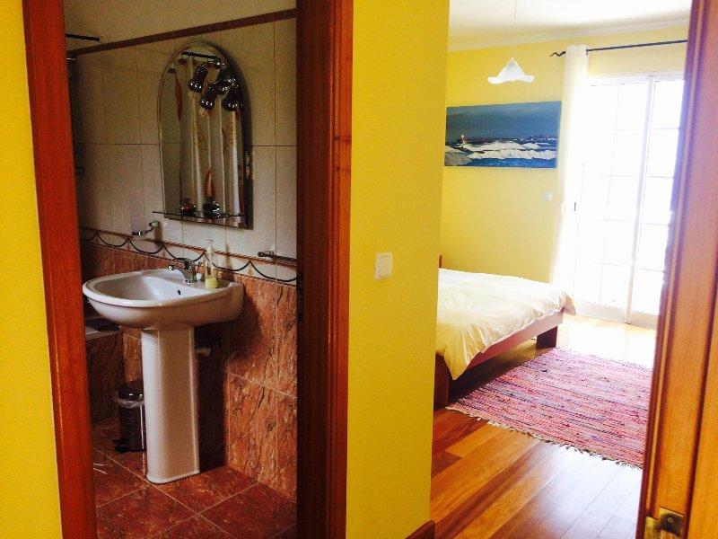 dormitorio principal con baño