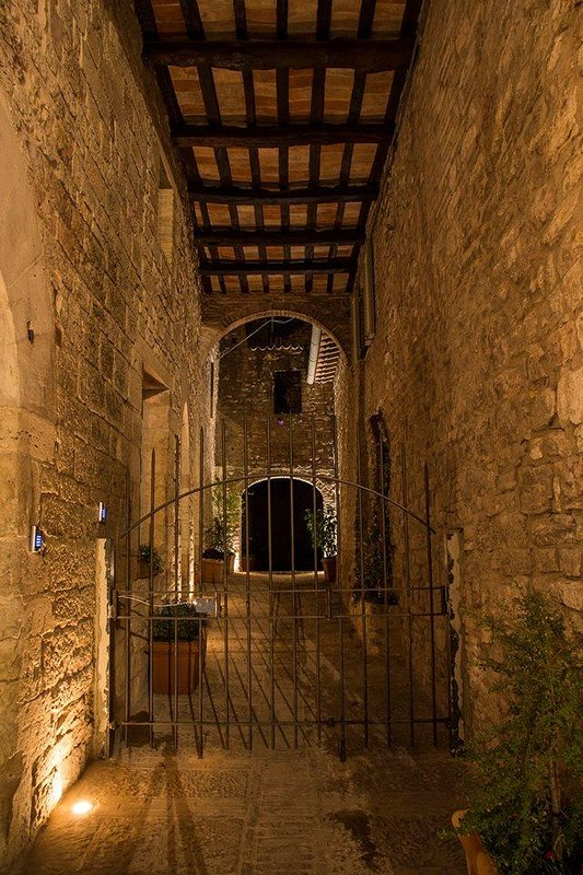 residence entrance to Assisi court