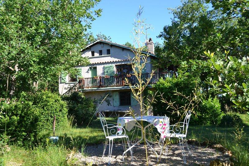 Villa on a beauty spot. Animals welcome, location de vacances à Villeneuve d'Aveyron