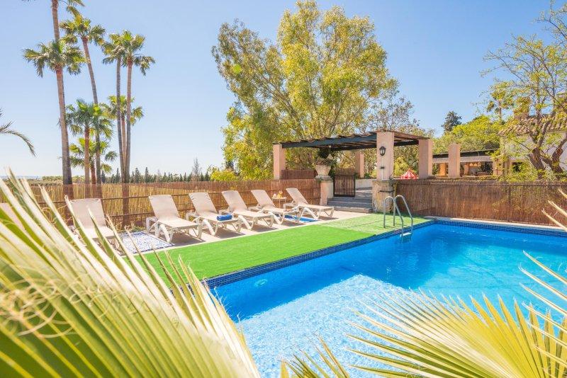 Royal Borne Holiday Villa (Son Borne), vacation rental in Cas Catala