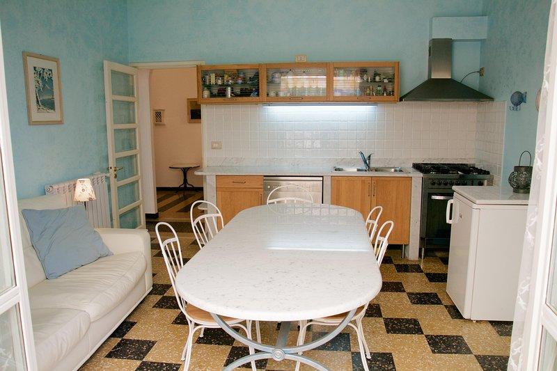 Alassio appartamento luminoso, accesso diretto alla spiaggia., aluguéis de temporada em Alassio
