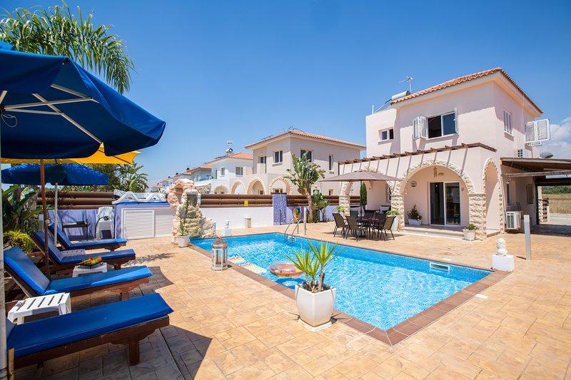 Ariana 2 Bedroom villa in Ayia Thekla with large pool area, holiday rental in Frenaros