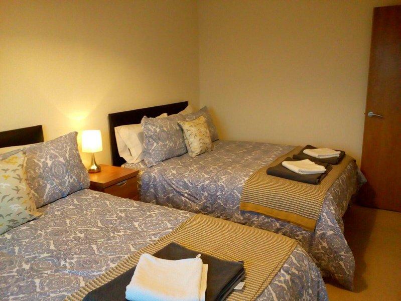 Infinity Apartments Gidlow House sleeps 8, casa vacanza a Kirkby