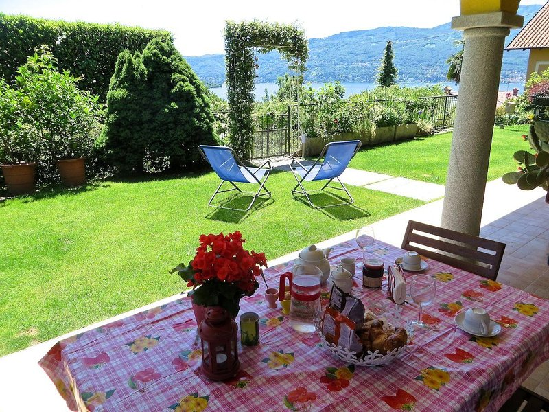 Margo 1 apartment in Verbania Suna in a panoramic position, holiday rental in Pallanza