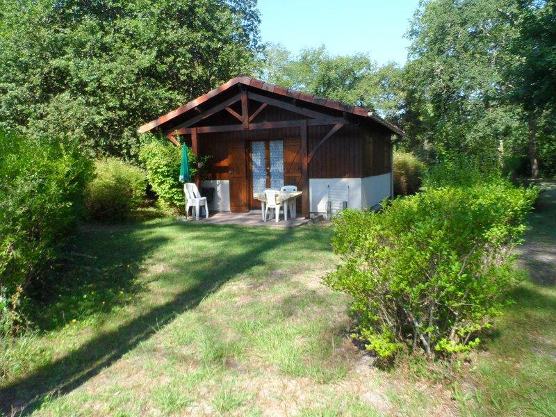 CHALET 3 Nous sommes heureux de vous accueillir sur le site des Chalets du Gélat, holiday rental in Callen