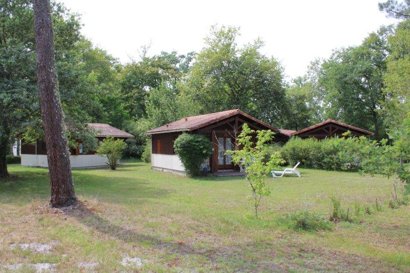 CHALET 4 Nous sommes heureux de vous accueillir sur le site des Chalets du Gélat, holiday rental in Pujols-Sur-Ciron