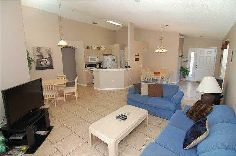 1344RD. Tremendous 4 Bedroom 3 Bath Pool Home in Golfing Community, vacation rental in Haines City