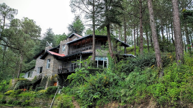 Ekam Villa 4BR at Chail- DISINFECTED BEFORE EVERY STAY, vacation rental in Solan District
