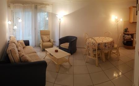 Ideal location air con 1 bed apt 500m from beach, location de vacances à Antibes