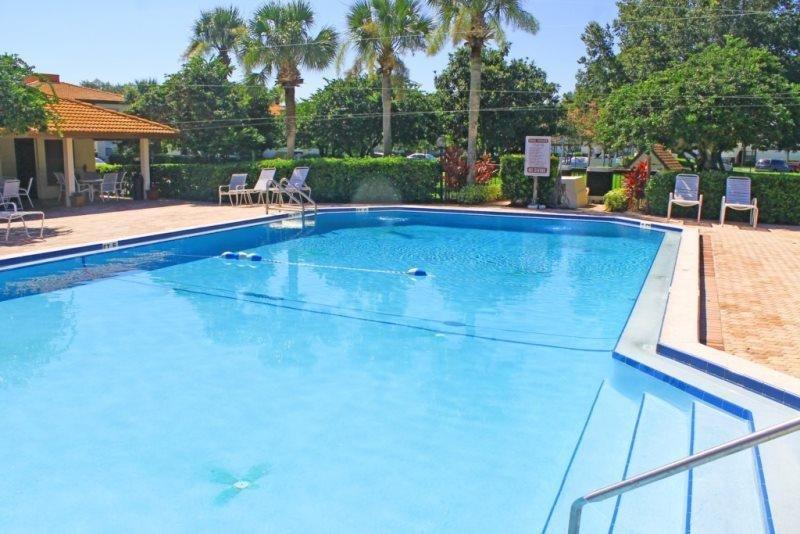 6168WC. Lovely 2 Bed 2 Bath Condo in Gated Golf Resort Community, aluguéis de temporada em Southport