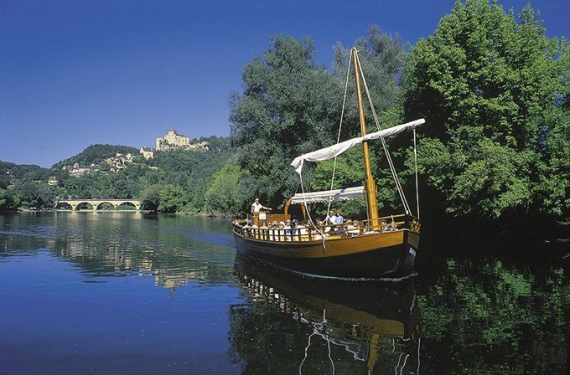 A stroll in Barge on the Dordogne