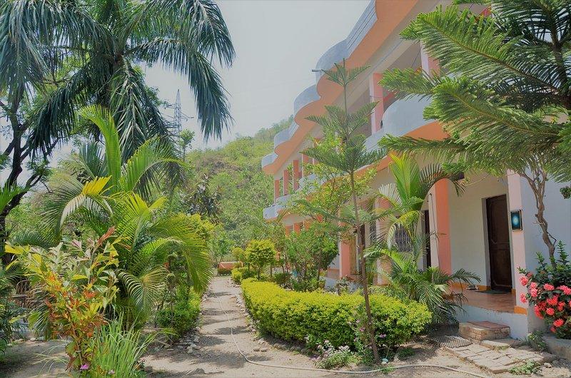 Centro ubicado en Tapovan y ofrece diferentes tipos de alojamiento, el yoga, ayurveda procedimiento básico