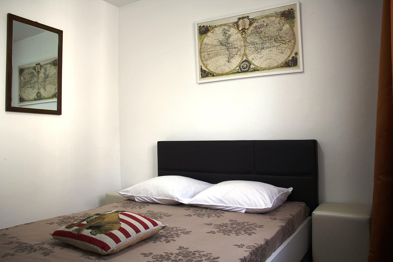 New renovated apartament, in june 2017. Accommodates 4 people in 2 separate rooms.