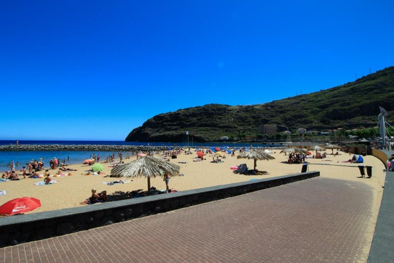 Luis Place. Machico LifeStyle. WiFi. Balconys, holiday rental in Canical
