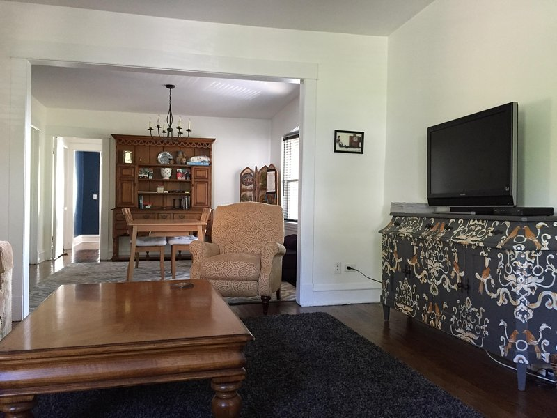 Oak Park Beauty Sleeps 1 to 8 Guests, holiday rental in Oak Park
