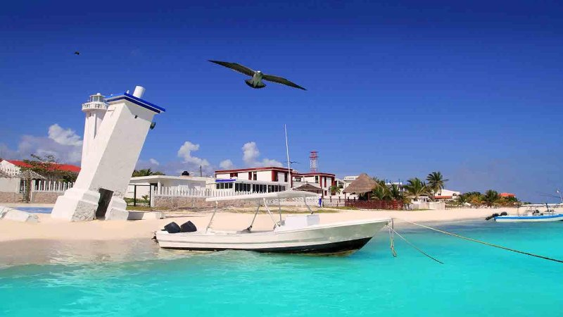 Puerto Morelos lighthouse. Ideal place to go fishing or snorkeling
