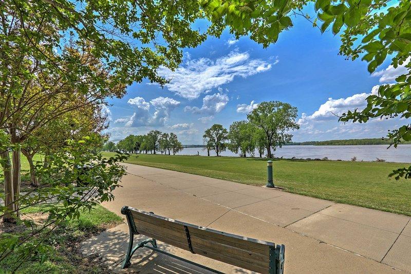 La maison est située à quelques pas loin de la rivière Mississippi.