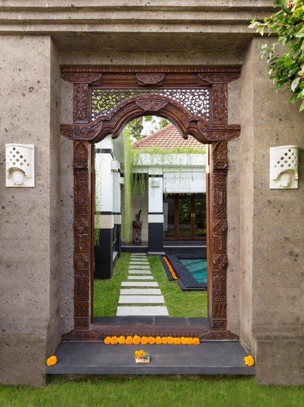 Porta anteriore guardando in alla villa