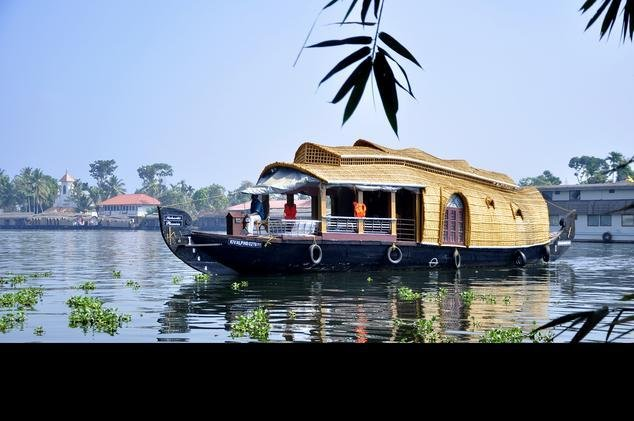 Houseboats Alleppey, vacation rental in Kainakary