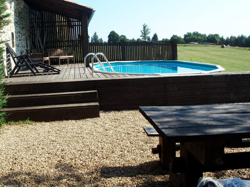 Pool (7.3m x 3.75m) decking/bbq area